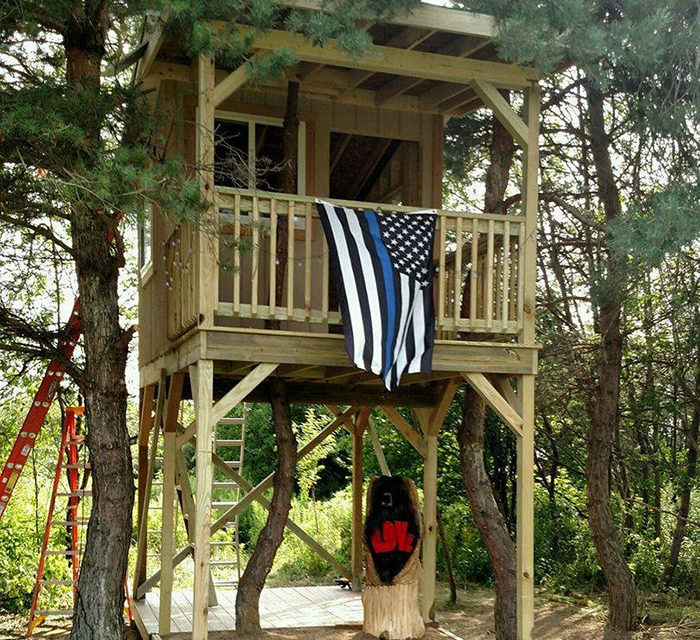 35 Cops Finish The Tree House A Slain Officer Was Building